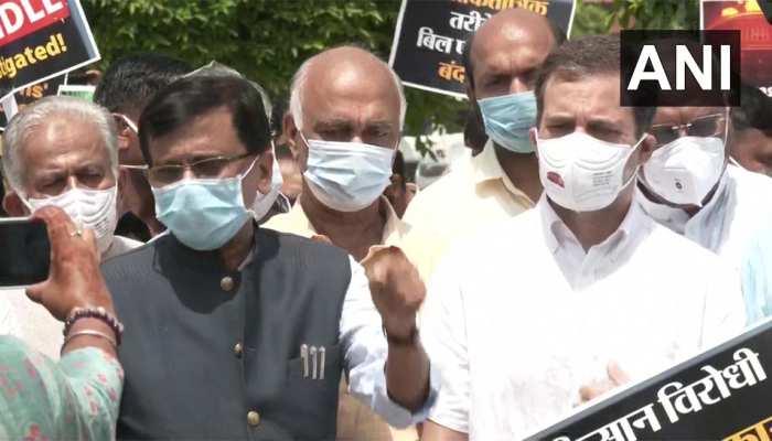 राहुल समेत कई विपक्षी नेताओं का पेगासस और कृषि कानून को लेकर सरकार के खिलाफ प्रदर्शन