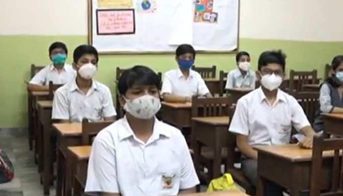UP School Reopening: कानपुर में कक्षा 9 से 12 वीं तक के स्कूल खुले, विद्यालय छात्रों से हुआ गुलजार