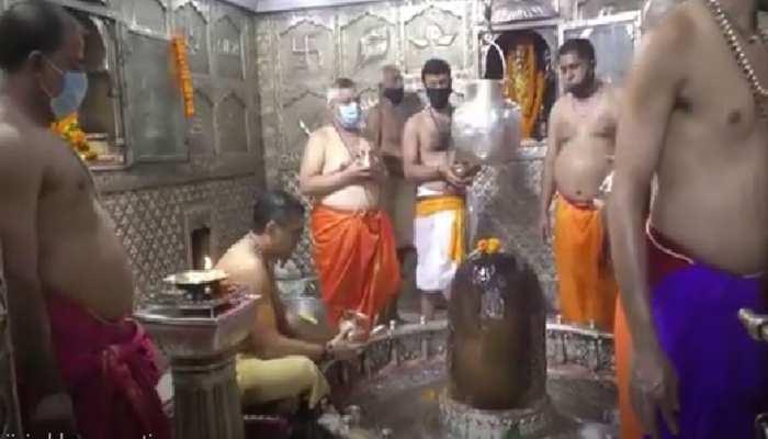 सावन के आखिरी सोमवार को महाकाल मंदिर में की गई विशेष पूजा, घर बैठे करें दर्शन