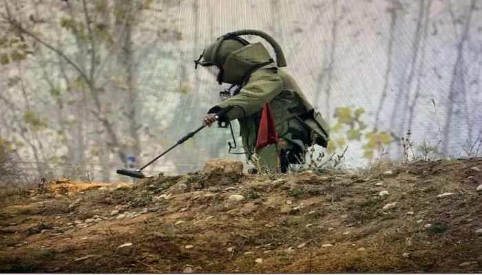 Jharkhand: बोकारो में नक्सलियों की साजिश हुई फेल, मिला 20 से 25 किलो का IED बम