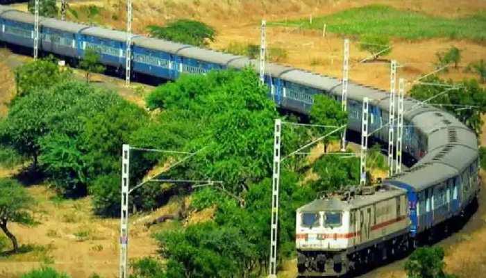 Indian Railway: रेल यात्रियों के लिए अच्छी खबर, कई रूट्स पर ट्रेनों के फेरे बढ़ाने का फैसला