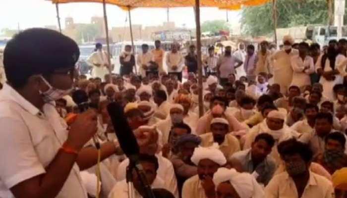 Jaisalmer के मोहनगढ़ में किसानों का महापड़ाव, फसल खराबे के मुआवजे की मांग