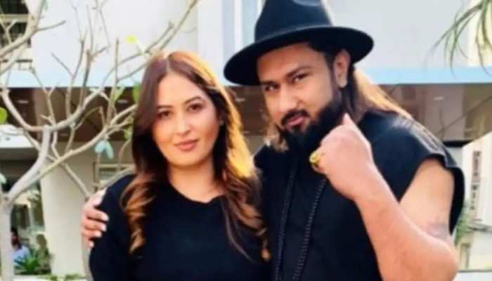 Honey Singh की पत्नी शालिनी का कोर्ट में बुरा हाल, फूट-फूटकर रोते हुए कही ये बात