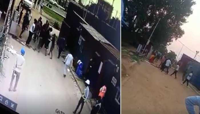 गुरुग्राम में खूनी संघर्ष का Video Viral, बस इतनी सी बात पर पिता-पुत्र को किया अधमरा