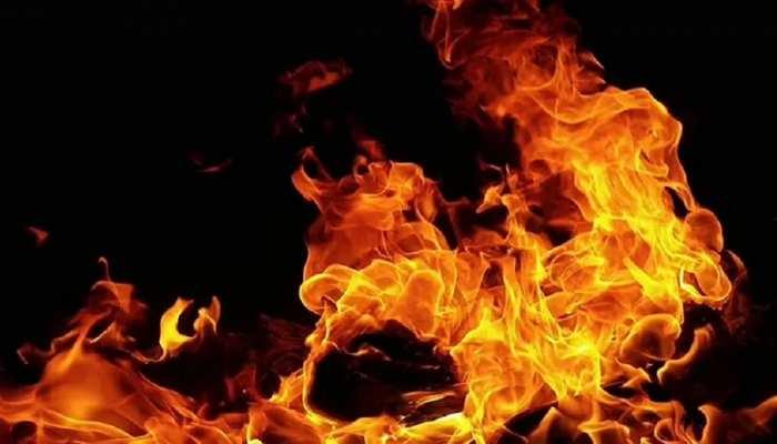 बेतिया: घर में अचानक लगी आग, हजारों का सामान जलकर खाक