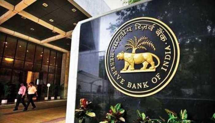 Axis Bank पर RBI ने लगाया 25 लाख का जुर्माना, बैंक ने किया KYC नियमों का उल्लंघन