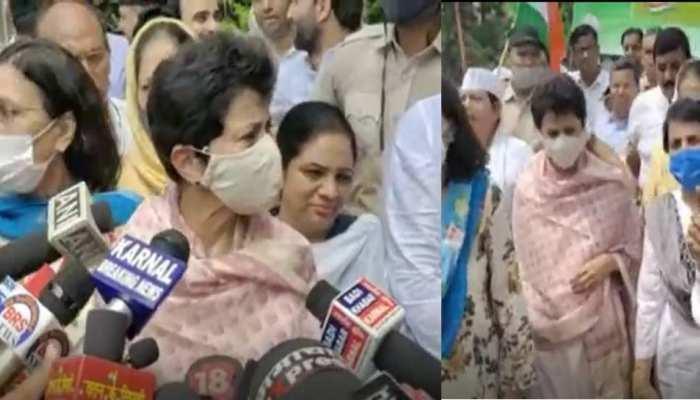 कांग्रेस का हल्लाबोल, कुमारी सैलजा बोलीं-जिम्मेदारी नहीं निभा सकते तो सीएम कुर्सी छोड़ें