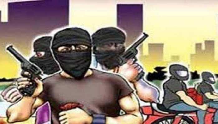 भीषण डकैती से दहल उठा धनबाद, हथियारों से लैस अपराधियों ने 2 घरों में की लूट