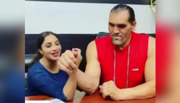 Arshi Khan ने The Great Khali से सीखे फाइट के गुर, VIDEO देख नहीं रुकेगी हंसी