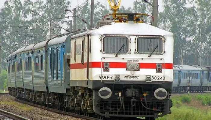 Bihar Flood: बाढ़ की स्थिति में सुधार, दरभंगा-समस्तीपुर रेलखंड पर ट्रेनों का परिचालन शुरू
