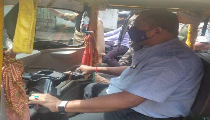 झारखंड के स्वास्थ्य मंत्री का 'स्टंट'! सीपी सिंह के बयान के विरोध में ऑटो चलाकर पहुंचे विधानसभा