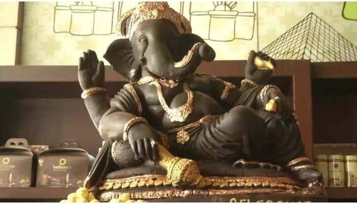 Ganesh Chaturthi 2021 के खास मौके पर शख्स ने बनाई चॉकलेट वाली गणपति की मूर्ति, 200 किलो है वजन