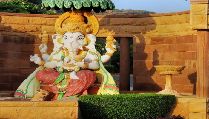 Ganesh Chaturthi 2021: शिवजी को क्यों काटना पड़ा अपने ही पुत्र का सिर, जानिए ये कथा