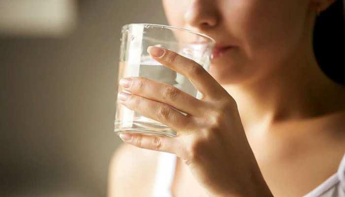 Heart Attack: रोज पीते हैं इतना पानी तो कम होगा हार्ट अटैक का खतरा, स्टडी में सामने आई ये बात