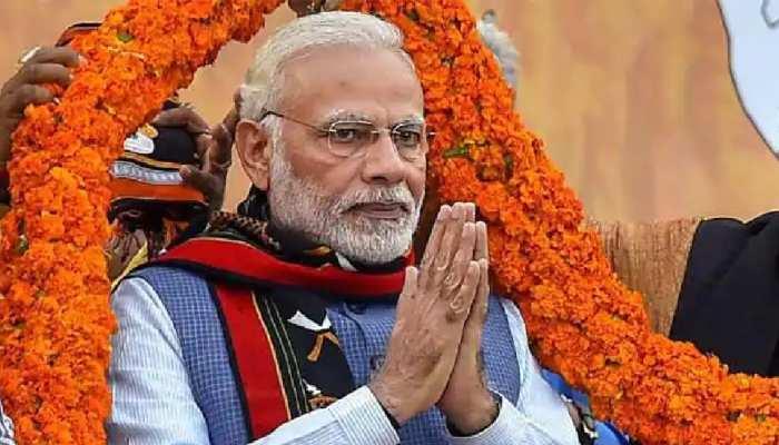 पीएम मोदी के 71वें जन्मदिन पर मां गंगा को चढ़ाई गई 71 मीटर चुनरी, 71 हजार दीपों से सजेगा भारत-माता मंदिर
