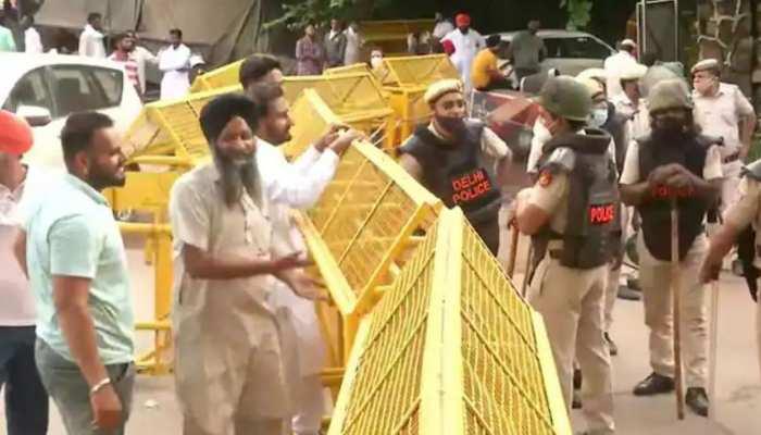 ब्लैक फ्राइडे प्रोटेस्ट मार्च: दिल्ली में कई सड़कों पर जाम, बंद करने पड़े दो मेट्रो स्टेशन