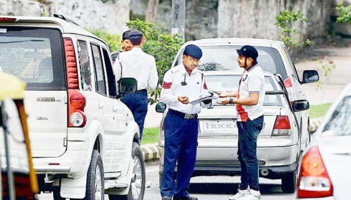 Delhi: गाड़ी चलाते समय पॉल्यूशन कंट्रोल सर्टिफिकेट साथ लेकर चलना न भूलें, नहीं तो हो सकती है जेल