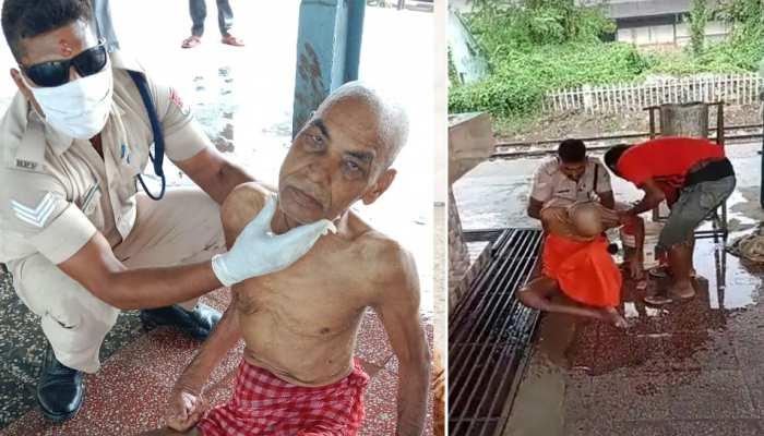 रेलवे स्टेशन पर लावारिस पड़े बूढ़े शख्स की RPF जवान ने यूं की मदद, सोशल मीडिया पर जमकर हुई तारीफ