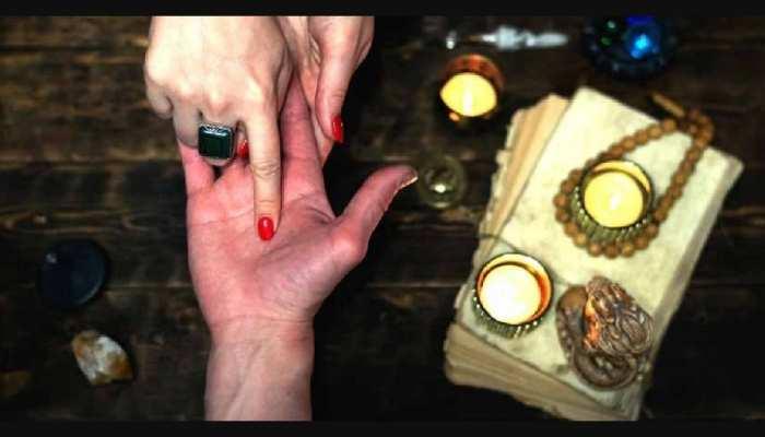 Palmistry: जिन लड़कियों के हाथ में होते हैं ये निशान, जिंदगी में पाती हैं खूब सफलता और मान-सम्मान