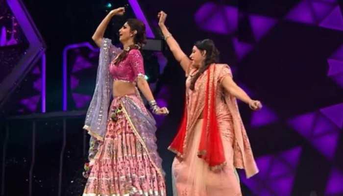 हेमा मालिनी ने उतारी धर्मेंद्र के डांस की नकल, वीडियो देख आप भी नहीं रोक पाएंगे हंसी