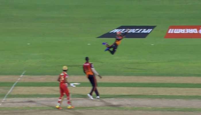 IPL 2021 PBKS vs SRH: इस फील्डर ने रॉकेट की रफ्तार से लपका कैच, हैरतअंगेज नजारा कैमरे में कैद