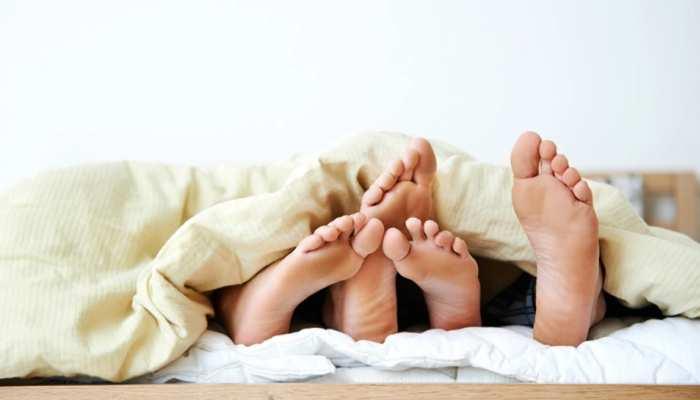 Survey में दावा: बड़े पैर वाले पुरुष होते हैं धोखेबाज, Partner से छिपकर चलाते हैं Affair