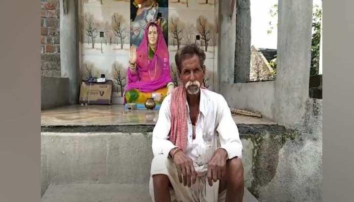 कोरोना से हो गई थी मौत, पत्नी की याद में पति ने बनवाया मंदिर, रोज करता है पूजा-अर्चना