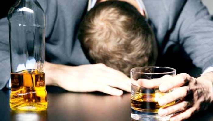 इतनी पी ली कि खुद का नहीं रहा होश, पुलिस के साथ मिलकर खुद को घंटों खोजता रहा