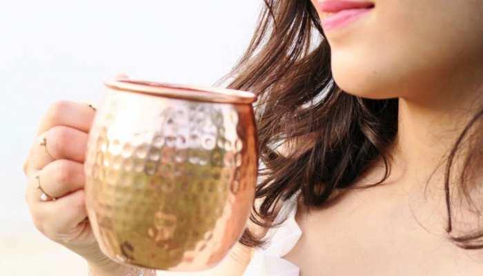 तांबे के बर्तन में भूलकर भी न पीएं ये 4 चीजें, तुरंत बन जाता है जहर!