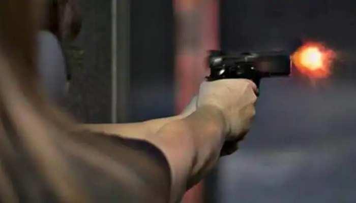 अलीगढ़: शराब के लिए पैसे नहीं देने पर बेटे ने मारी मां को गोली, मौके पर मौत, तमंचा समेत गिरफ्तार