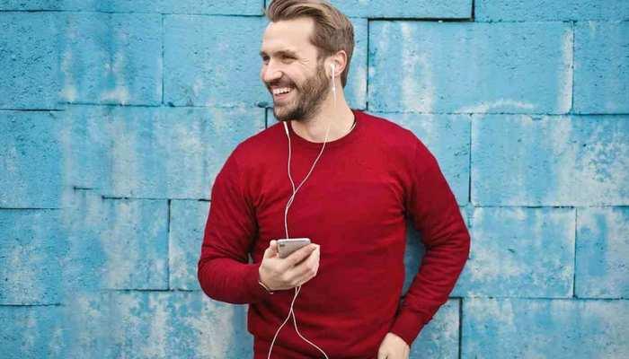 Earphones Side Effects: ईयरफोन से इतने घंटे तक लगातार सुन लिए गाने तो खराब हो सकते हैं कान!