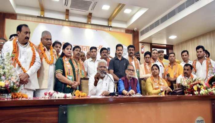 यूपी चुनाव से पहले मायावती को झटका, भाजपा में शामिल हुए पूर्व विधायक व MLC समेत कई नेता