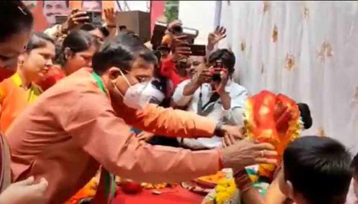 कन्या पूजन पर राजनीति: बीजेपी महिला विंग ने किया पूजन, कांग्रेस बोली- राजनीतिकरण कर रही BJP
