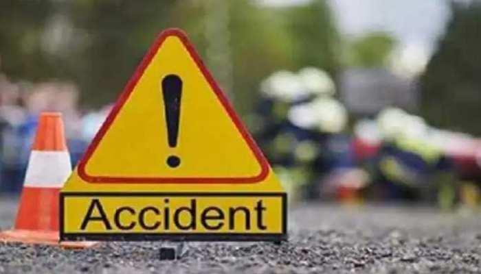 झांसी में बड़ा सड़क हादसा, श्रद्धालुओं से भरी ट्रैक्टर ट्राली पलटी, 7 महिलाओं समेत 11 लोगों की मौत