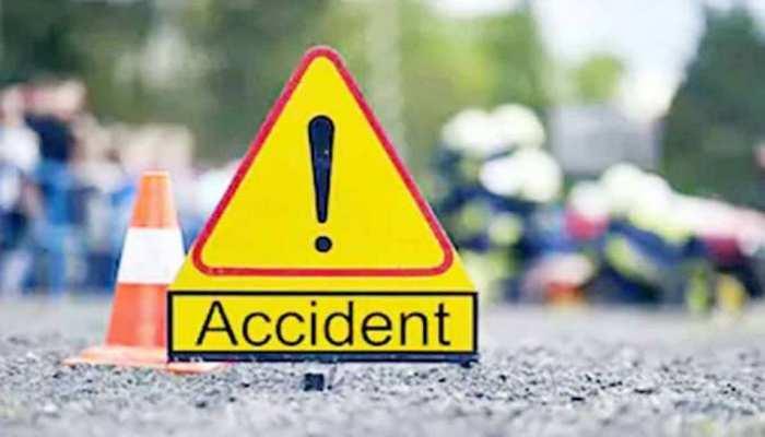 UP: झांसी में बड़ा सड़क हादसा, ट्रैक्टर ट्रॉली पलटने से 11 लोगों की मौत; सीएम ने जताया शोक