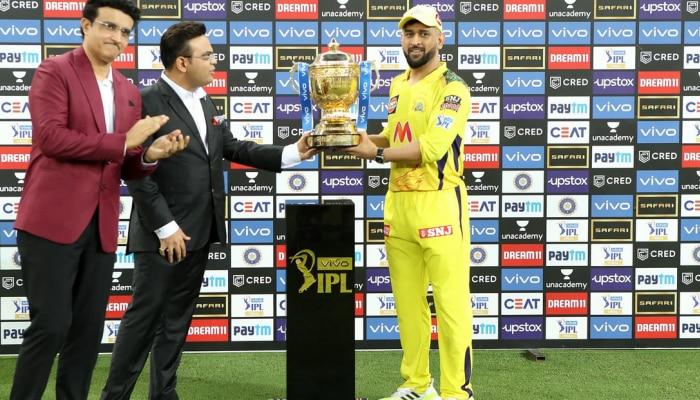 IPL ट्रॉफी जीतने के बाद धोनी ने KKR को लेकर कह दी ऐसी बात, मचाई सनसनी