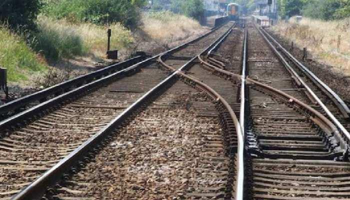 मौसम की मार झेलने के बाद भी ट्रेन की पटरियों पर कभी जंग क्यों नहीं लगती, क्या आप जानते हैं वजह?