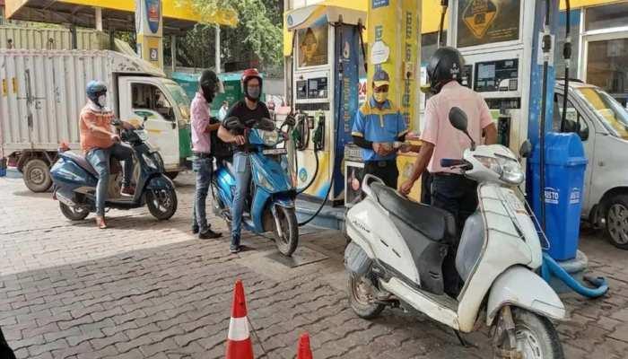 Petrol Diesel Rate: घर से निकलने से पहले चेक कर लें अपनी जेब, फिर महंगा हुआ पेट्रोल-डीजल, जानें आपके शहर में रेट