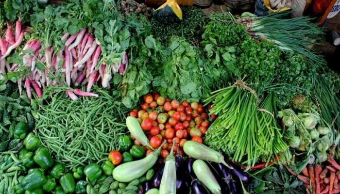 Vegetable Price Hike: महंगाई ने बिगाड़ा देश भर की थाली का जायका, 100 रुपये में मिल रहा धनिया का 1 बंडल