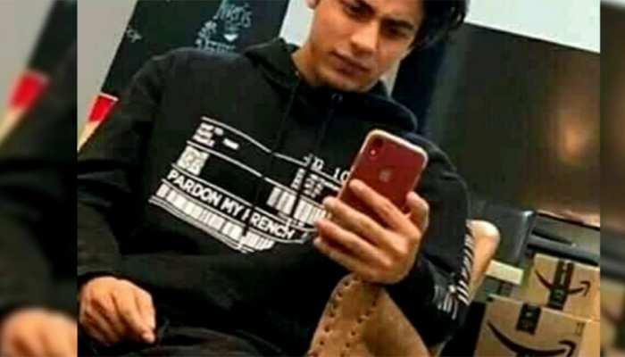 Ananya Pandey Aryan Khan Shah Rukh Khan and Others Smartphones Bollywood Celebrities Use