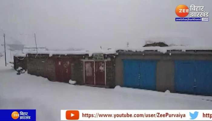 Himachal Pradesh और Kashmir के कई जिलों में Heavy Snowfall, Manali में भी भारी बर्फबारी