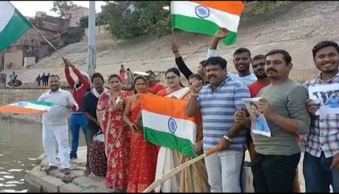 Prayer in kashi for victory over Pakistan in T-20 world cup Milk Abhishek of Mother Ganga with 151 liters milk