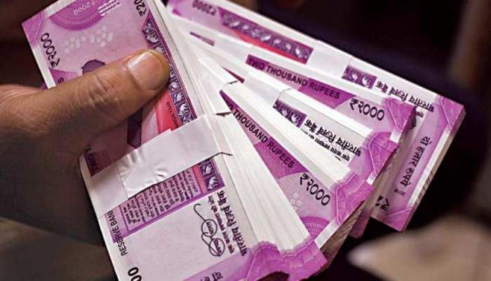 सिर्फ 4 प्रीमियम देकर पाएं 1 करोड़ रुपये का फायदा, जानिए LIC की सुपरहिट पॉलिसी