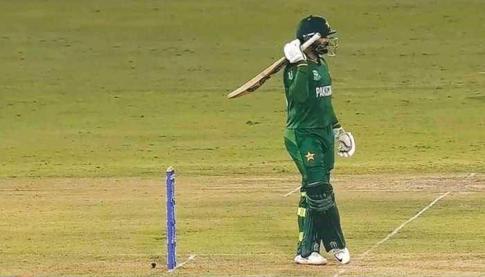 IND vs PAK Live: पाकिस्तान के ओपनर्स क्रीज पर जमे, विकेट निकालने की कोशिश में भारत
