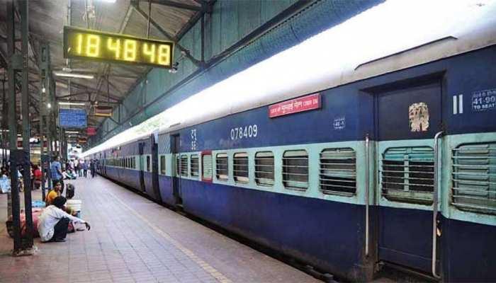 रेलवे का काबिले-तारीफ कदम, महिला-बच्चे की जान बचाने के लिए उलटी दिशा में दौड़ी ट्रेन