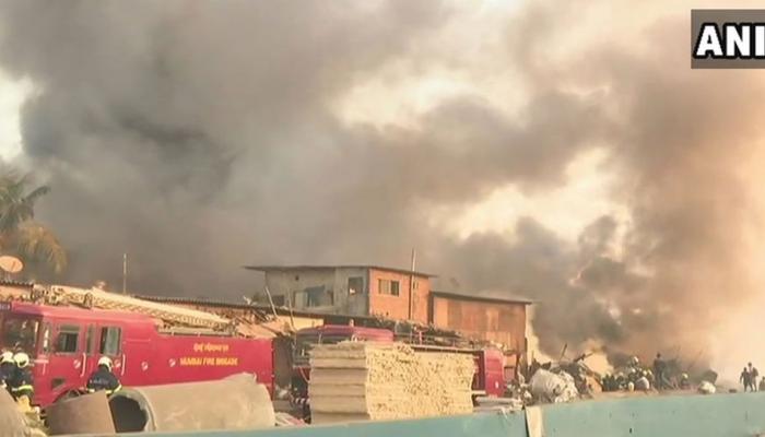 मुंबई: माया होटल के पास दुकान में लगी भीषण आग, दूर से ही दिख रही थी आग की लपटें