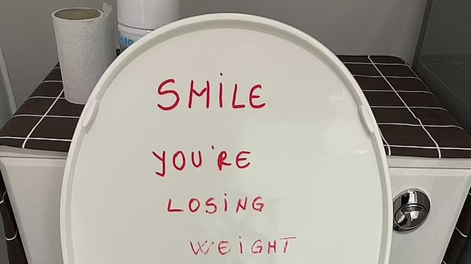note penned on toilet seat