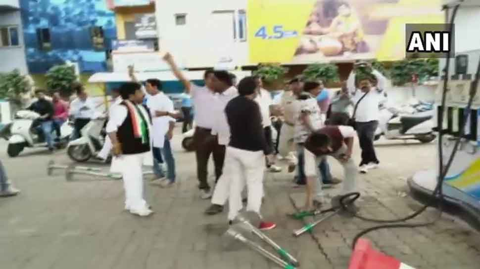Congress Workers vandalise petrol pump in Ujjain while Bharat Bandh protest