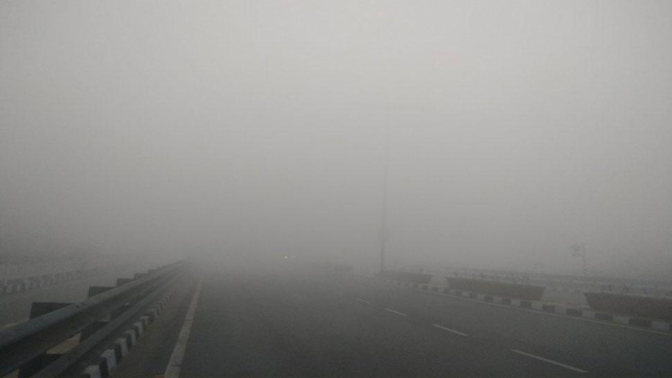 dense fog at yamuna bridge delhi